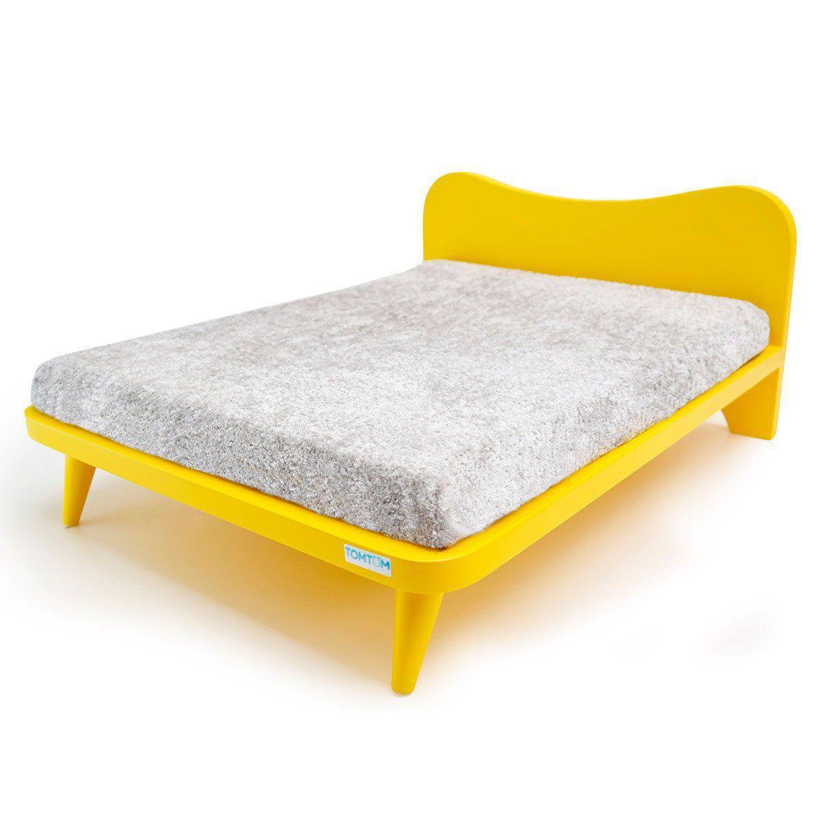 Cama com Almofada Cinza e Cabeceira Amarelo - M