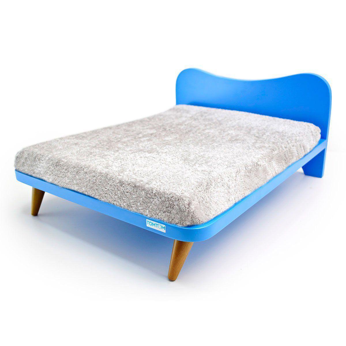 Cama com Almofada Cinza e Cabeceira Azul - P