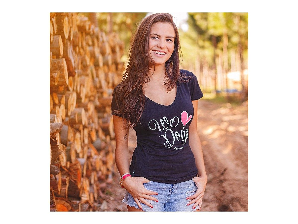Camiseta We Love Dogs