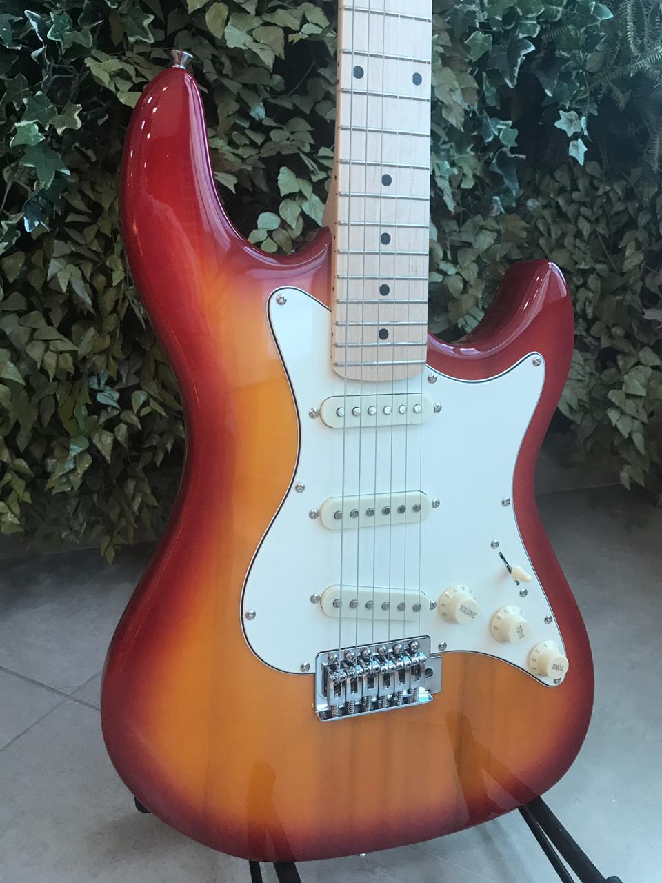 Guitarra Stratocaster Strinberg STS-100 Cherry Sunburst