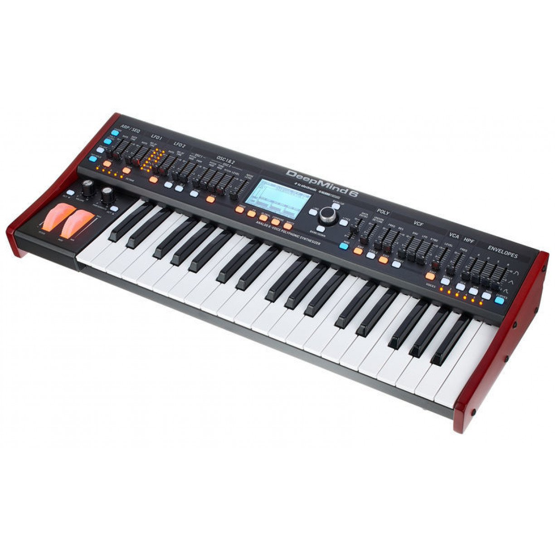 Sintetizador Behringer Deepmind 6 com 6 vozes e 4 FX eng.
