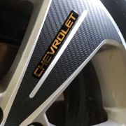 Kit Adesivos De Roda Cruze Fibra De Carbono Emblema Dourado