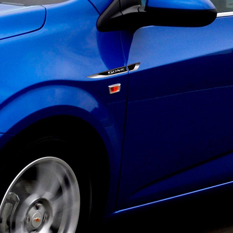 Aplique Lateral Sonic Decorativo Emblema Resinado Chevrolet