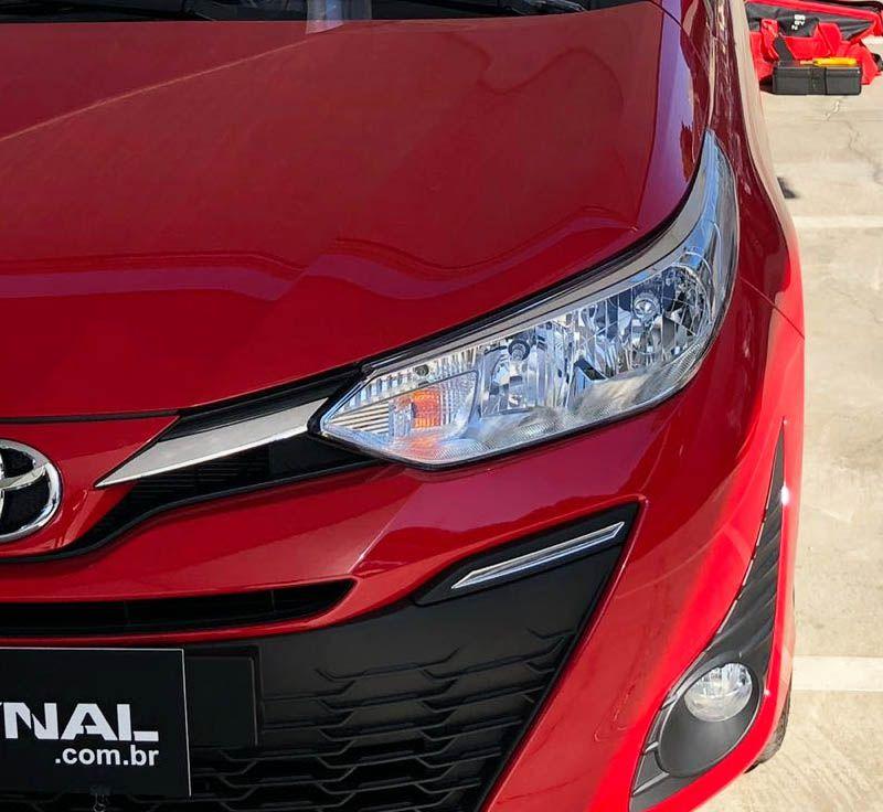Kit Acessórios Grade Yaris Sedan + Friso + Soleira Protetora