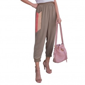 Calça Feminina Jogger em Crepe Amassado Com Bolsos Cintura Alta Com Faixas Laterais Curtas