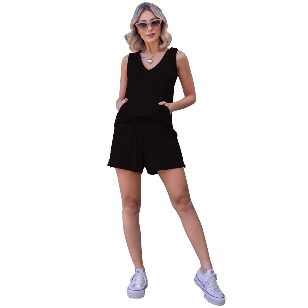 Conjunto Feminino Regata Com Capuz e Bolso Frontal e Shorts de Moletinho Com Bolsos Laterais