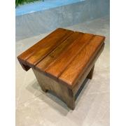 Banquinho em madeira ripado