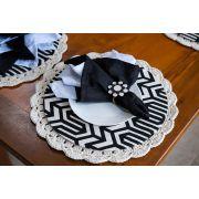 Conjunto sousplat em crochê e capa com mdf preto e branco