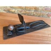 Escultura Artesanal em Ferro Leitor Deitado I