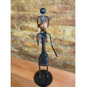 Escultura Artesanal Mãe com Filho nos Ombros em Ferro