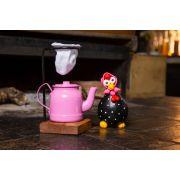 Kit mini chaleira 200 ml  e galinha preta de lenço rosa