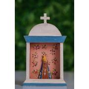 Oratório em Madeira com Imagem de Nossa Senhora Aparecida com Flores
