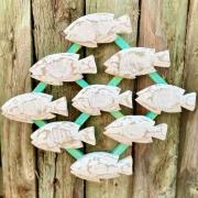 Quadro de Peixes em Madeira Branco Fundo Verde - 47 x 57 cm