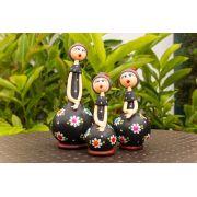 Trio de bonecas em cabaça marrom