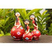 Trio de bonecas em cabaça vestido vermelho