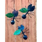 Trio de Formigas em Ferro e Madeira