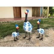 Trio de Galinhas D'angola em Madeira e Ferro - Branca e Azul