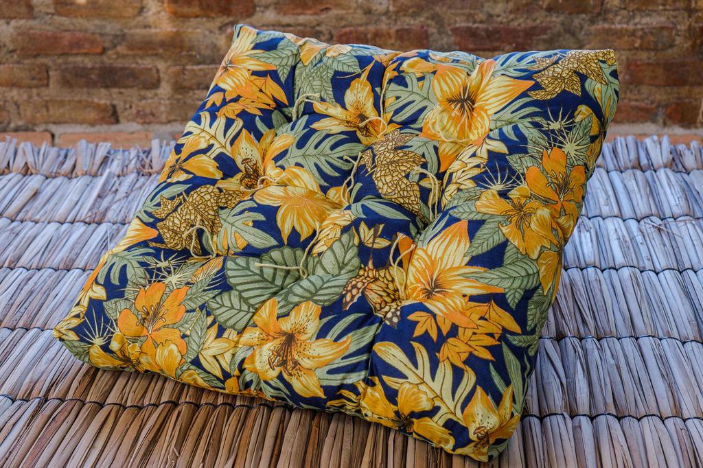 Almofada Futon Amarelo Royal - 55 x 55 cm