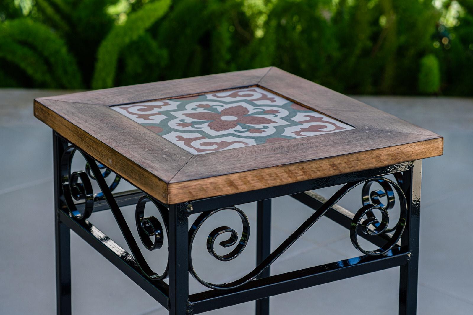 Banco em Ferro e Assento em Madeira com Ladrilho em Cerâmica