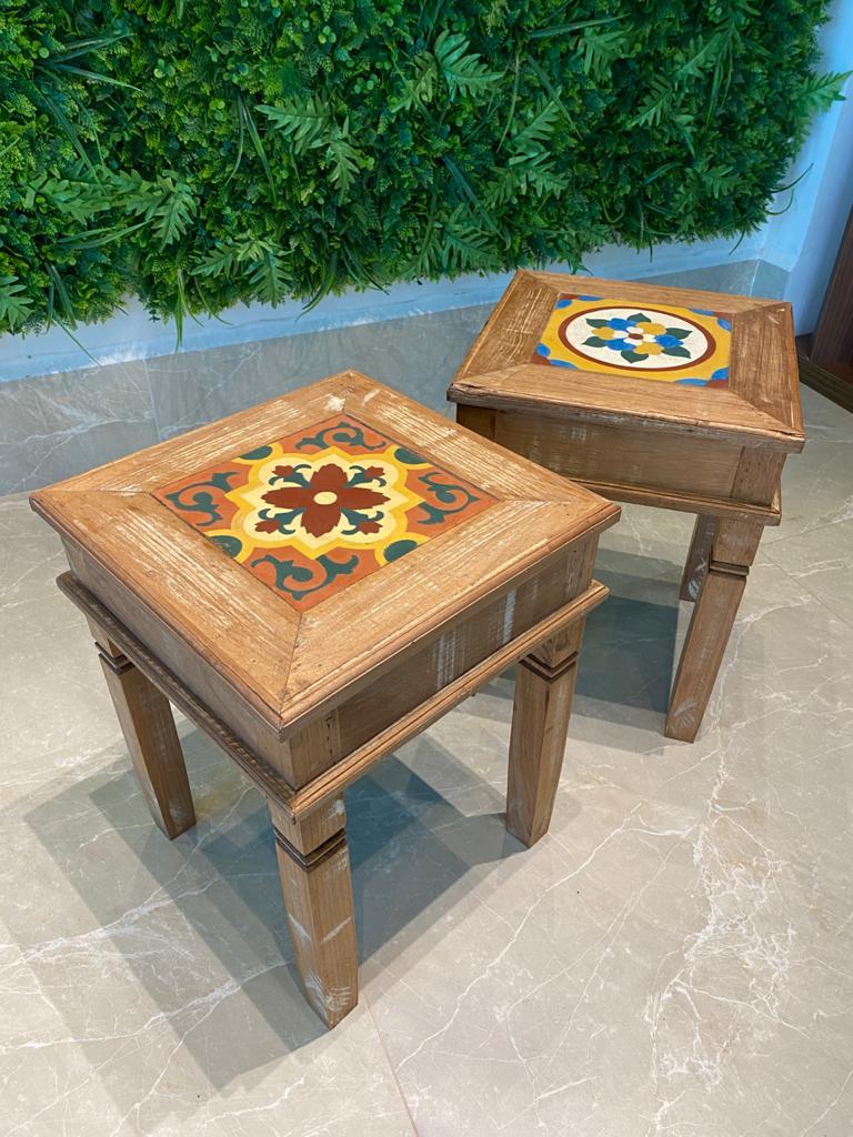 Banco em Madeira com Ladrilho em Cerâmica