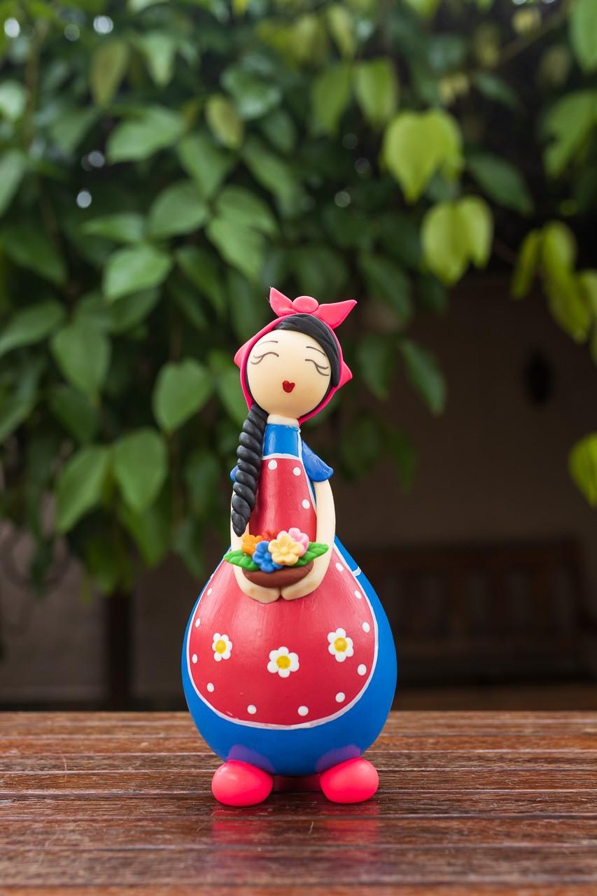 Boneca Camponesa em Cabaça com Cesto de Flores - Rosa