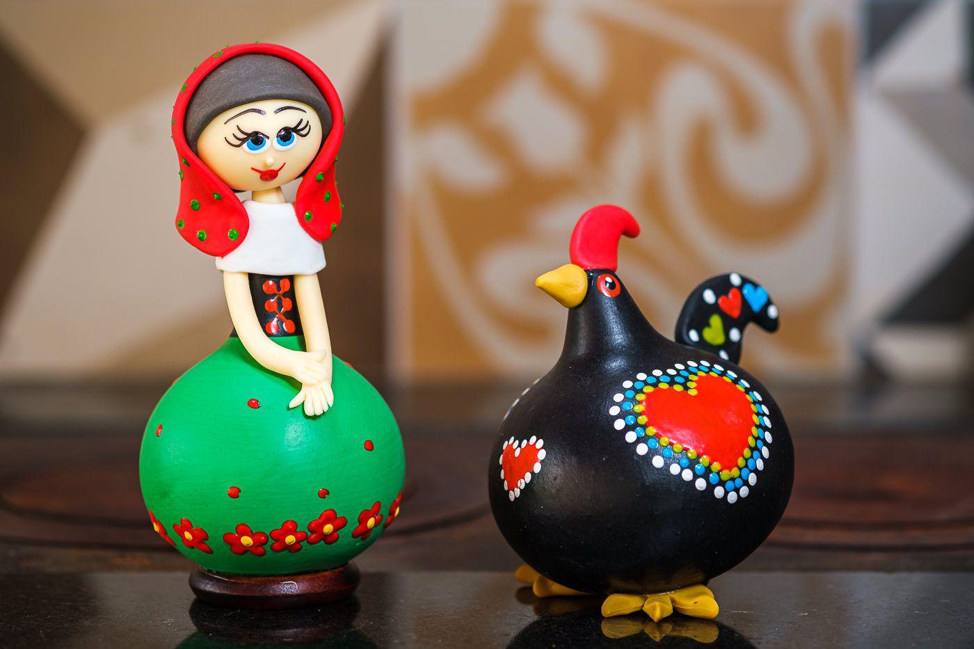 Boneca portuguesa e galo português em cabaça