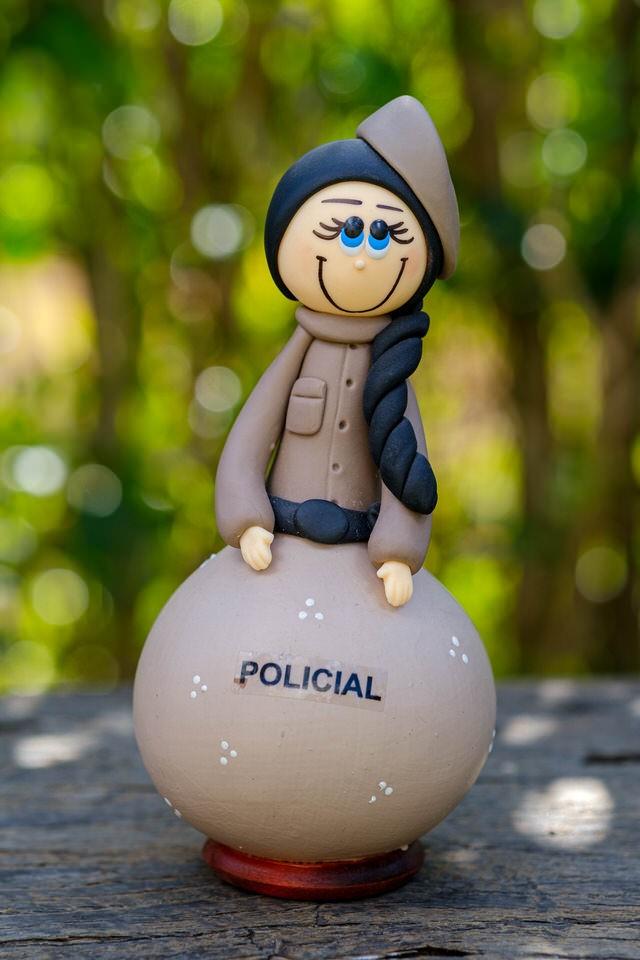Boneco em Cabaça Profissões - A Policial