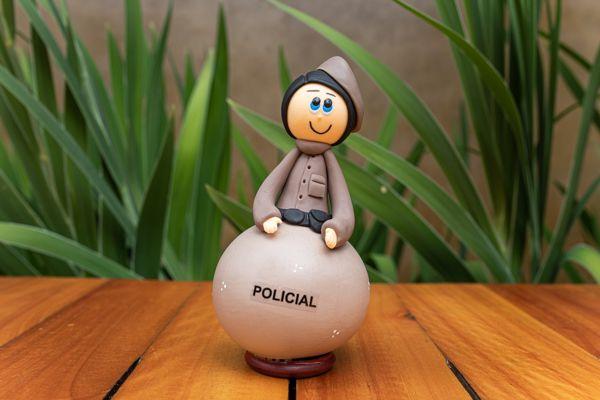 Boneco em Cabaça Profissões - O Policial