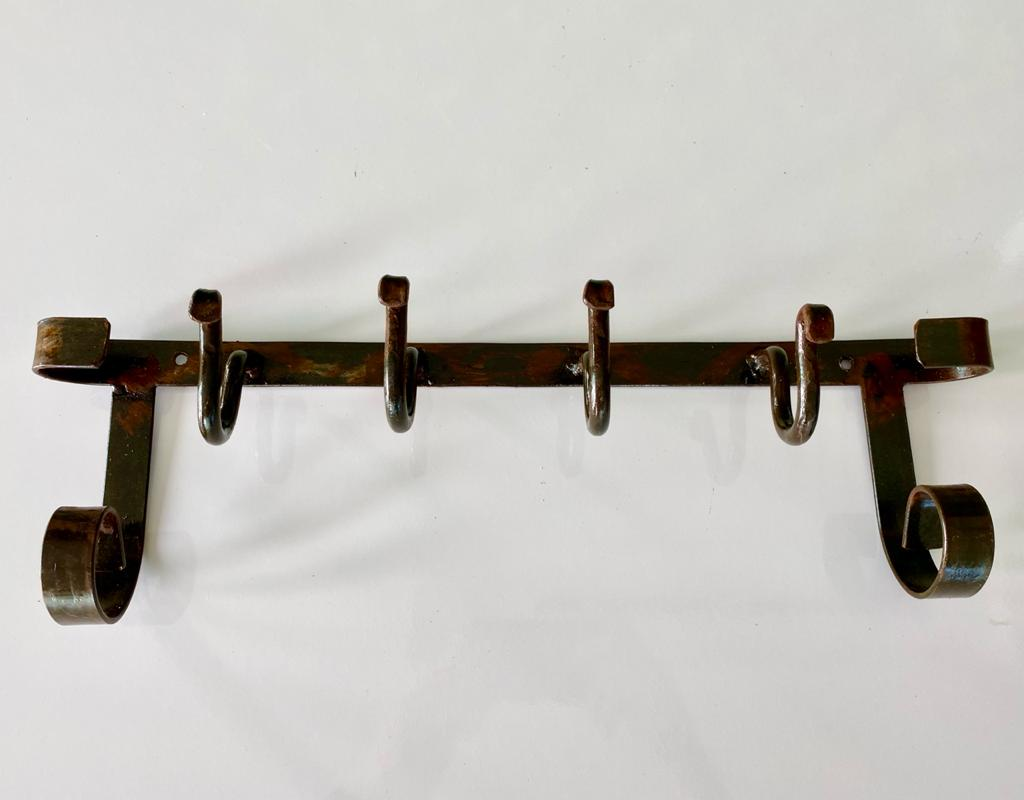 Cabideiro Rústico em Ferro com 04 Ganchos