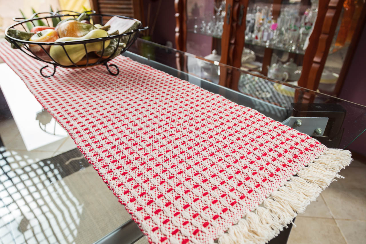 Caminho de mesa trabalhado vermelho
