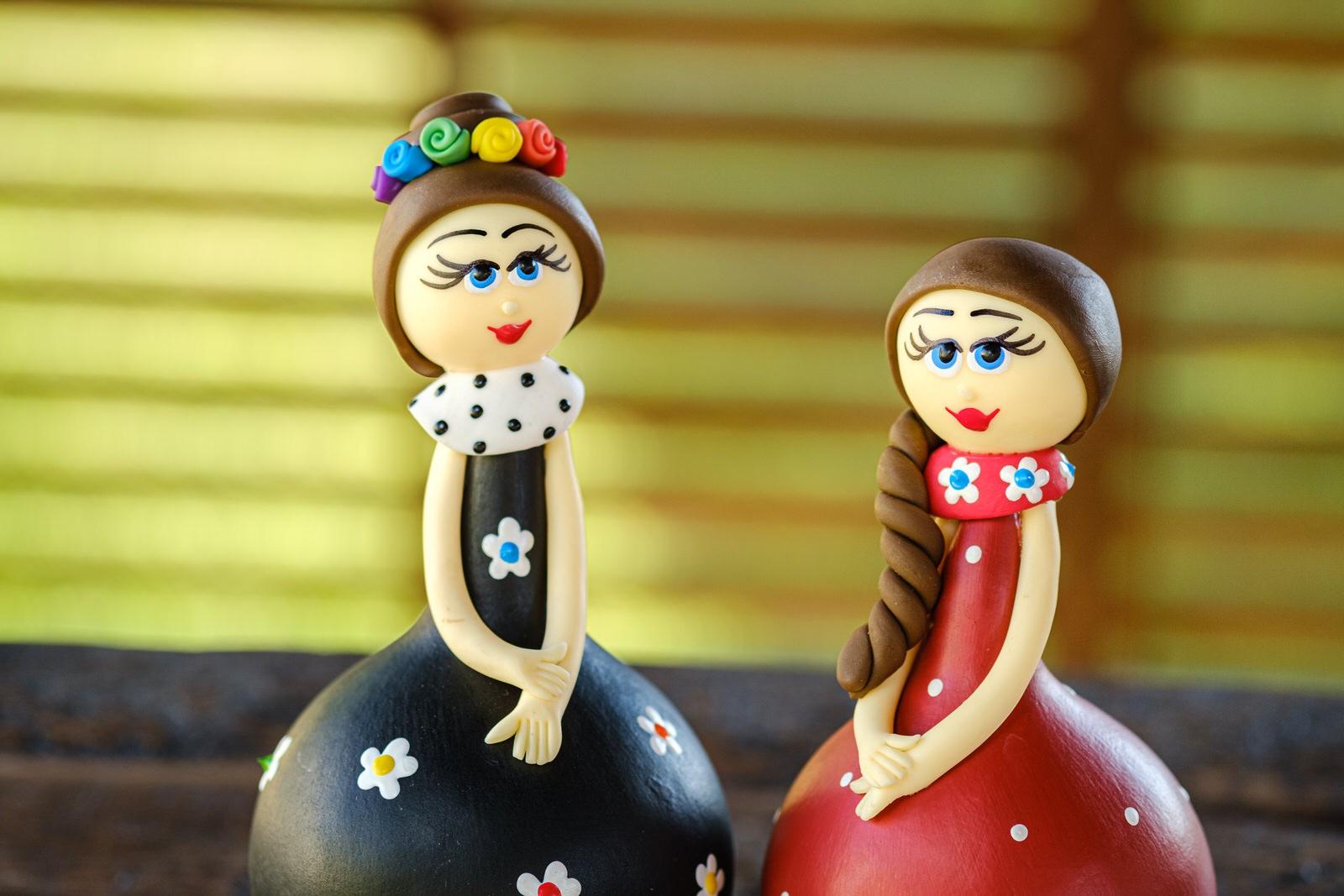 Casal de Bonecas Arco-íris em Cabaça