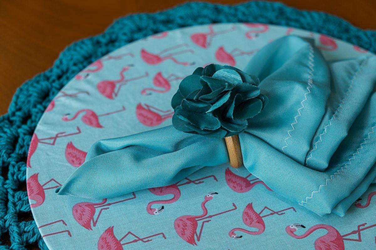 Conjunto sousplat em crochê e capa com mdf flamingos