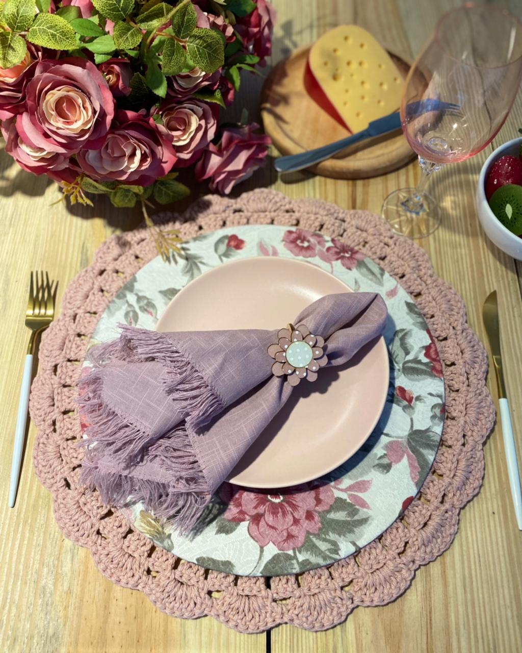 Conjunto sousplat em crochê e capa com mdf flores - rosa claro