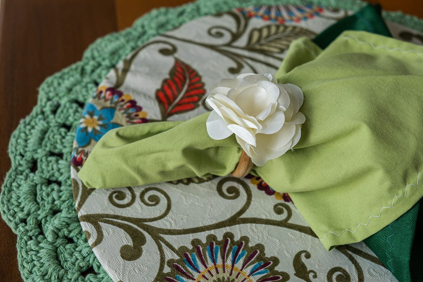Conjunto sousplat em crochê e capa com mdf verde claro