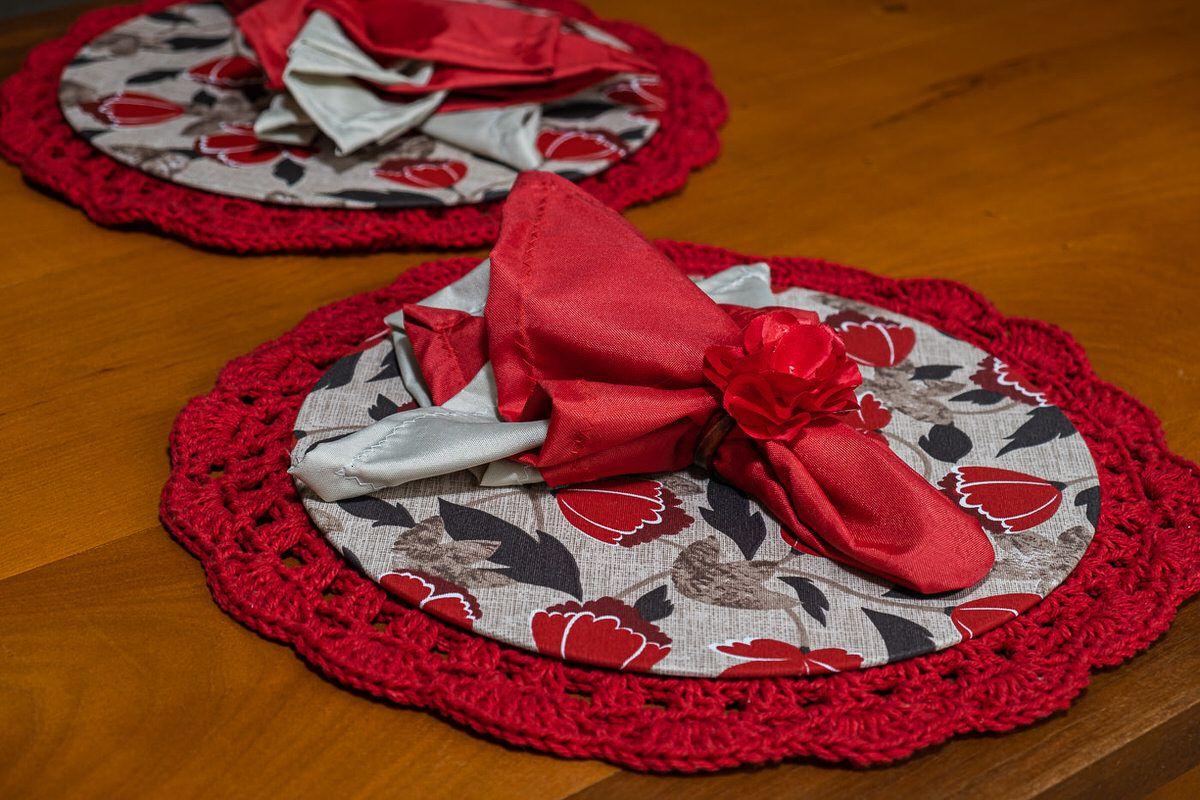 Conjunto sousplat em crochê e capa com mdf vermelho