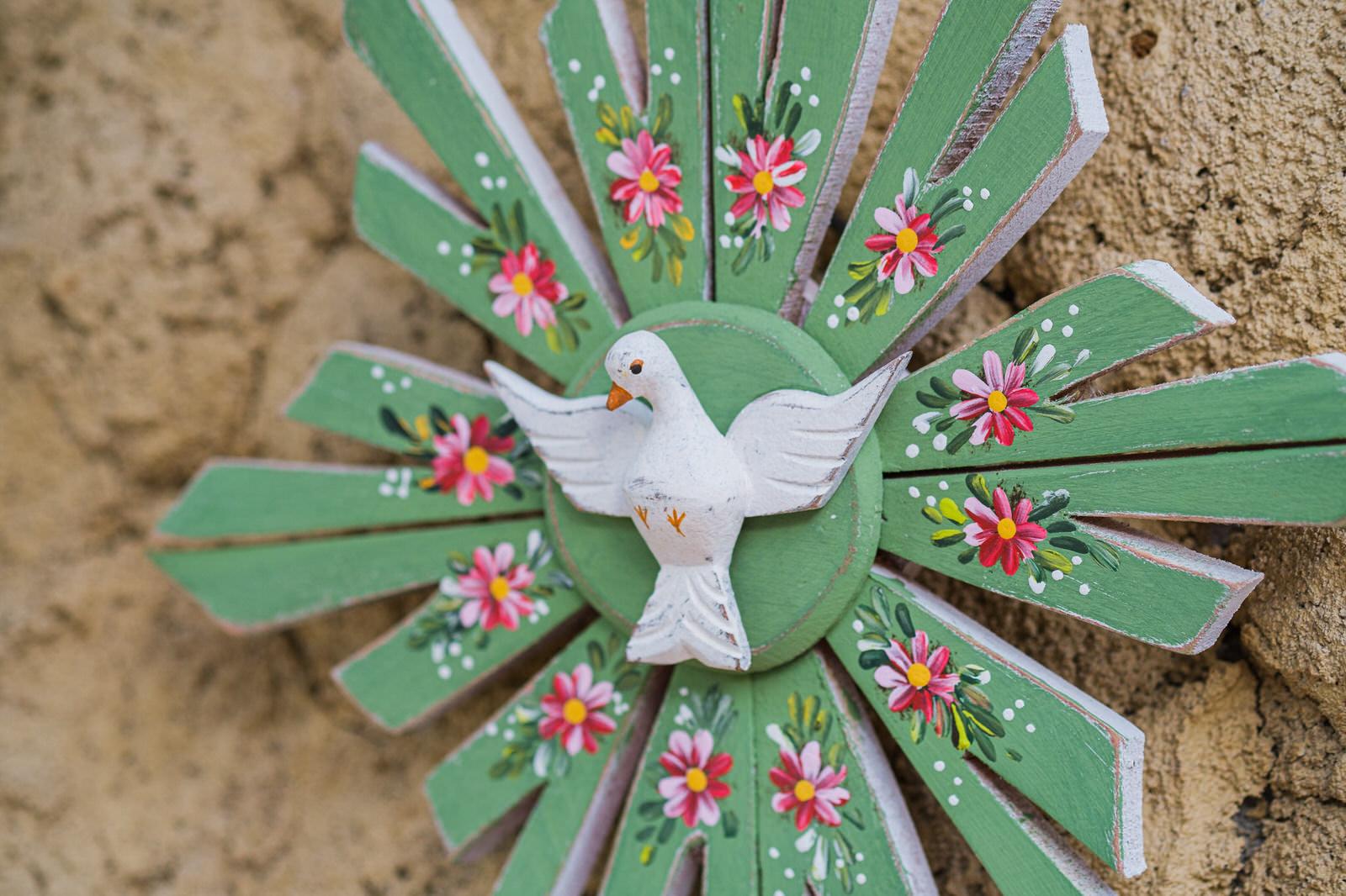 Divino de Parede em Madeira  -  Verde com Flores