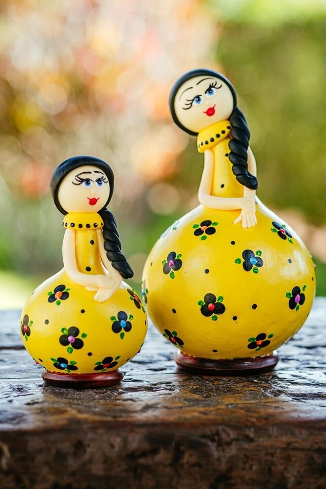 Dupla de Bonecas em Cabaça com Vestido Amarelo