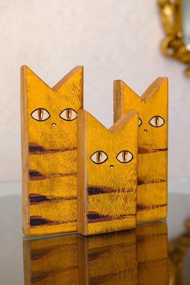 Trio de Gatos Decorativos em Madeira - Amarelo