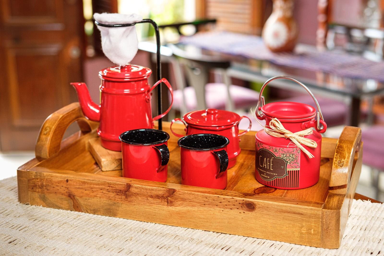 Kit Bandeja + Peças de Café / Vermelho com Canecas Vermelhas