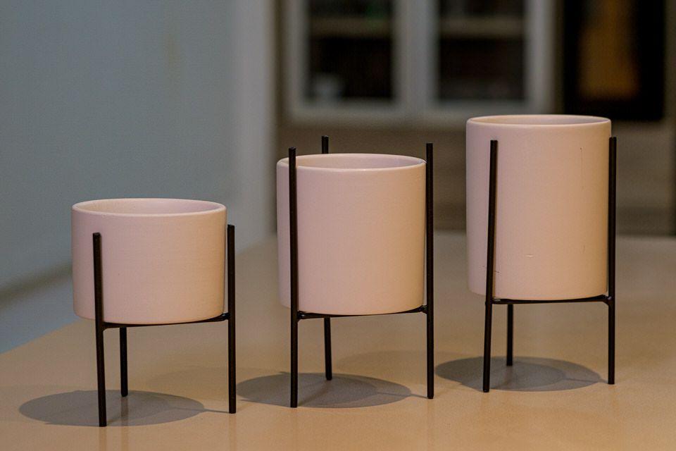 Kit cachepot branco com suporte em metal 3 peças