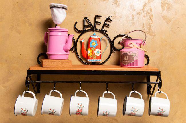 Kit cantinho do café com mini leiteira rosa e canecas com flores