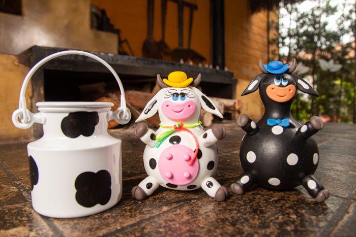Kit com casal de vaca e boi com mini leiteira