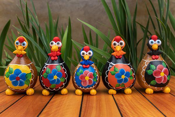 Kit galinhas de lenço em cabaça e avental pintado com 5 peças