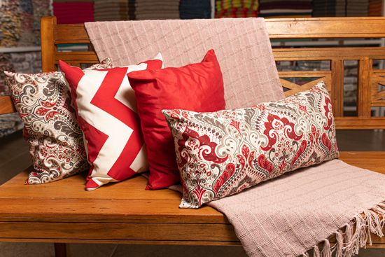 Kit manta rosa, 3 capas de almofadas e 1 capa almofada retangular vermelhas