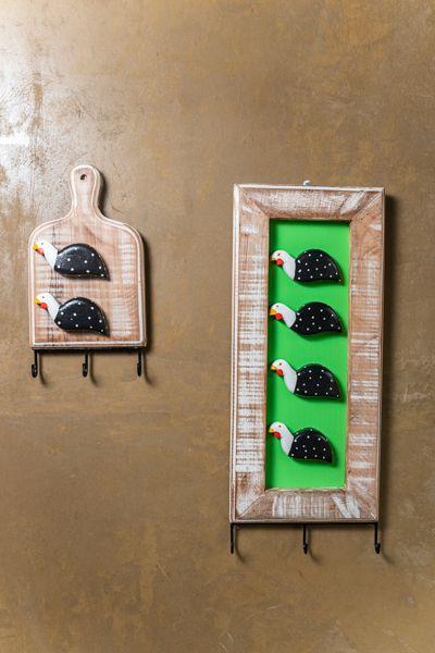 Kit porta chaves   tábua e quadro vertical 3 ganchos - galinha da angola
