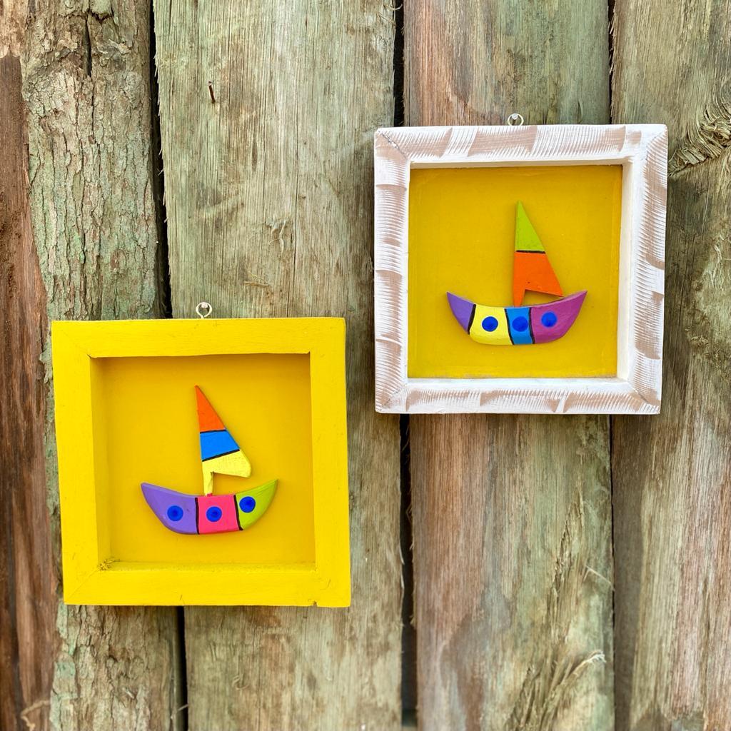 Kit Quadros em Madeira Rústica Decorados com Barco - Amarelo