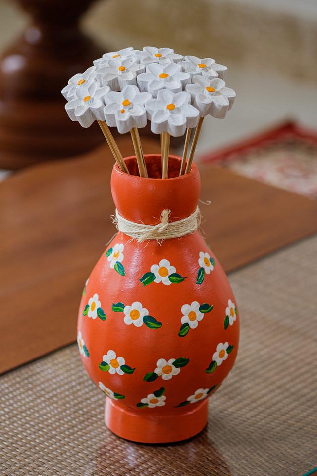Kit Vaso Decorativo Laranja em Cabaça com Flores em Madeira Branca