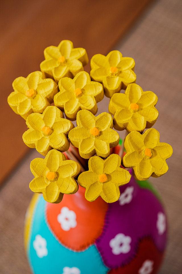 Kit Vaso Decorativo Patchwork em Cabaça com Flores em Madeira Amarela