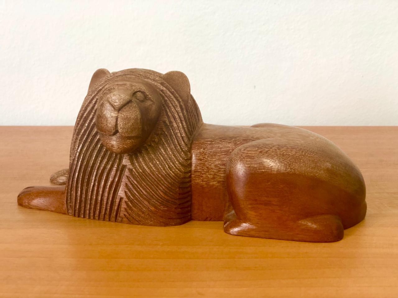 Leão Decorativo em Madeira - 23 cm