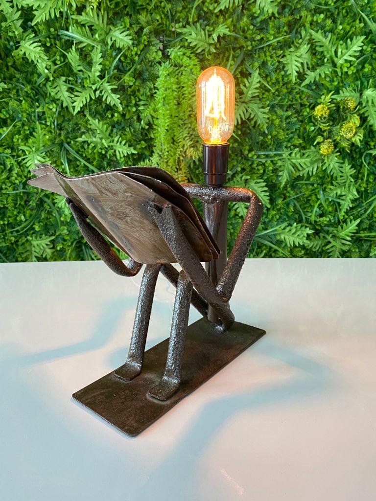 Luminária Artesanal em Ferro Leitor Sentado II